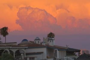 Arizona monsoon enhances Rocky Point sunset (photo Bob and Prudy Bowers)